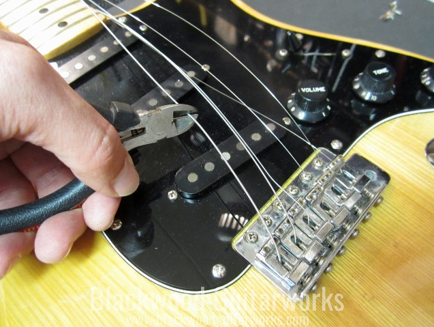 remove-the-old-guitar-strings
